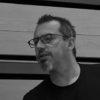 Créateur lumière/régisseur technique/comédien  Créateur lumière et régisseur technique sur 21x29,7 et Alors on a déménagé, Guillaume partage les tournées d'autres spectacles depuis plusieurs années. Il est également comédien et a joué notamment dans la version « Déballage des grands jours » de La collection fabuleuse d'Aliester de Naphtalène et dans d'autres spectacles de la compagnie Théâtr'âme. En tant qu'acteur, Guillaume s'est formé au conservatoire Marcel Landowski de Troyes. En 1995, il obtient une médaille d'or en diction poétique et une médaille d'or à l'unanimité en art dramatique. Il suit des stages de masque neutre, de commedia dell'arte et d'improvisation. Il a  travaillé, entre autres, avec la Cie Humbert, la Cie La Strada, la Cie du Jard, la Cie Spokoïno, La Cie Préface... Il est intervenant dans des PAG et des ateliers théâtre.   Photo_Philippe Rappeneau