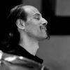 Ingénieur du son / musicien (batteur)  Fred entre à l'école de musique à l'âge de 6 ans. En 2004, il sort un album de musique bruitiste acousmatique (Chaos Oral). Depuis 2009, son « Stüddiöh » accueille de multiples projets de musique, enregistrements, bandes sons et créations pour le spectacle vivant. Il collabore avec de nombreuses compagnies comme régisseur, consultant technique ou créateur sonore (Les Tréteaux du cœur volant, Cie FMR/Solentiname, Cie Benaim, Cie Accords des nous, Cie Kalijo…). Ses orientations sont clairement expérimentales.