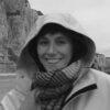 Graphiste/vidéaste Elise est graphiste et vidéaste, diplômée des écoles d'Art de Reims en 2001 et Bourges en 2003. Son travail mélange étroitement vidéos, dessins et films d'animations. Elle a travaillé à la réalisation de créations vidéos pour les spectacles Syllabaires de Catherine Basile et  Out Focus de la Cie Mobilis Immobilis/Maflohé Passedouet. En 2005, elle rejoint la cie Veronica Vallecillo (danseuse/chorégraphe) en tant que graphiste et créatrice vidéo (Alb'atroz I et II / Redressage, Redresser, Redresses-toi / Le vrai faux film muet qui vous parle). Depuis 2011 elle collabore avec La compagnie la Strada (The Bee / Himmelweg / Mer / Simon la Gadouille), et dernièrement avec la compagnie les Escargots ailés d'André Mandarino pour Chauve-souris. Elle collabore régulièrement sur les projets du batteur/compositeur, Uriel Barthélémi, notamment pour la confection des dessins animés de Yama's path, inspiré de l'imaginaire tibétain.